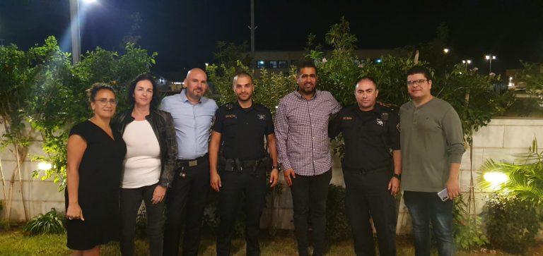 מפגש של נציגי ועד שכונת שרונה כפר יונה עם השיטור העירוני והשיטור הקהילתי