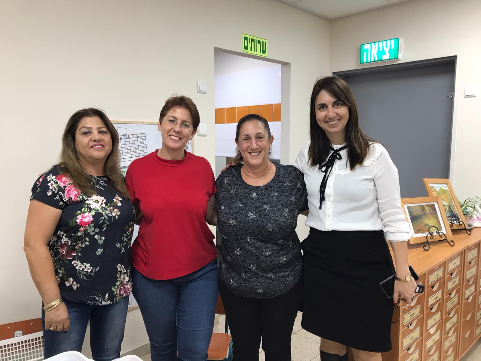 תמונה של צוות החינוך בגן ההתחדשות בשכונת שרונה כפר יונה ושל עיריית כפר יונה